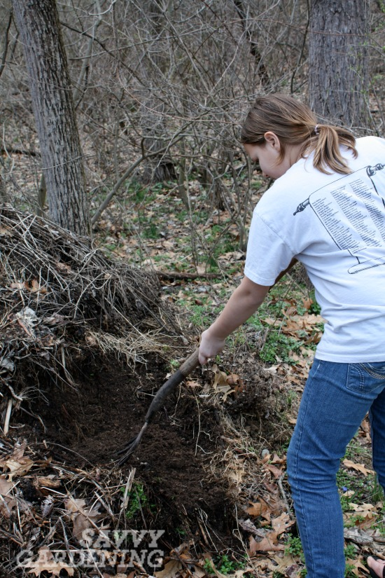 how to turn a compost pile