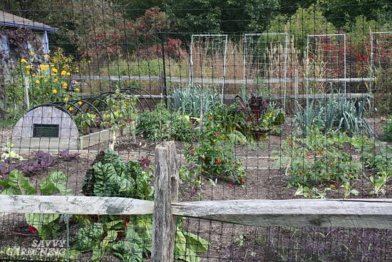Garden deer fence method