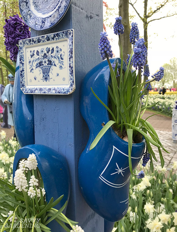 A bulb montage in a garden at the Keukenhof gardens