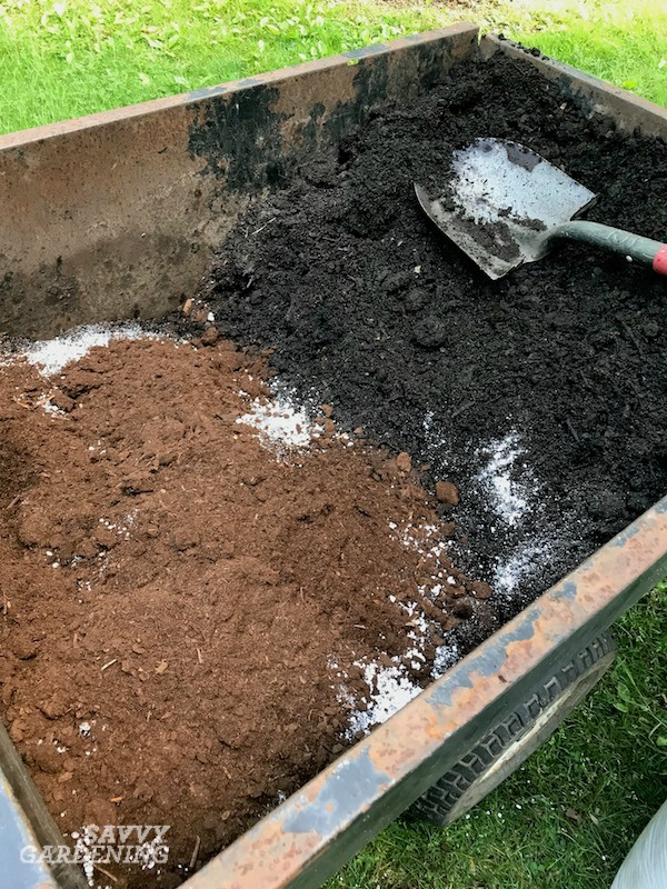 How to make potting soil with 6 recipes.