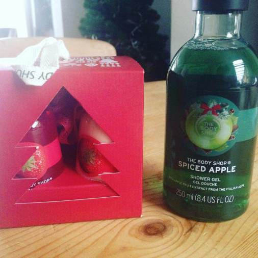 A homemade Christmas hamper makes a lovely gift. Find out how I made this sweet treats Christmas hamper full of branded goods for just £2.81