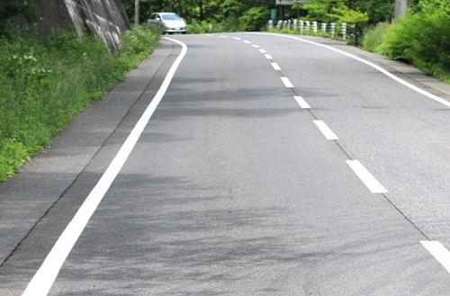 道路の中央の白線の意味 点線と...