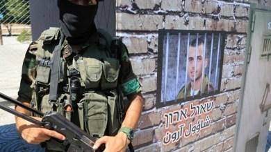 Photo of القسام تبعث رسالة من جنود إسرائيل الأسرى لعائلاتهم (فيديو)