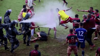 Photo of شاهد…معركة شرسة ودامية خلال مباراة كرة قدم / فيديو