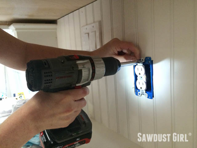 How to wire and electrical outlet