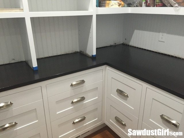 Applying polyurethane to a wood countertop