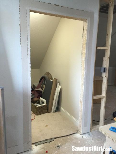 Extending wall for barn door