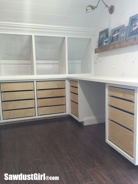 Installing cabinet drawers