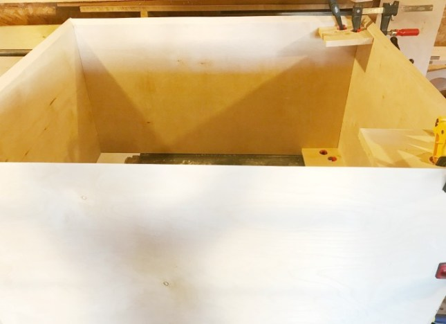 How to assemble a cabinet with mitered corners
