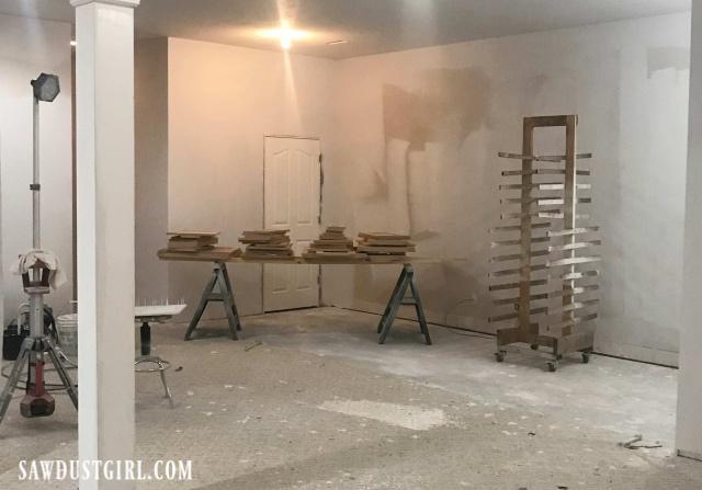 Spraying cabinet doors