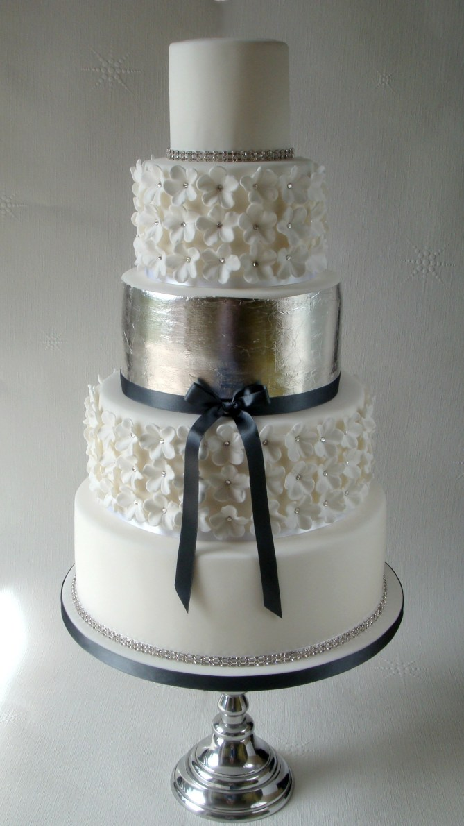 Cake White and Silver 05