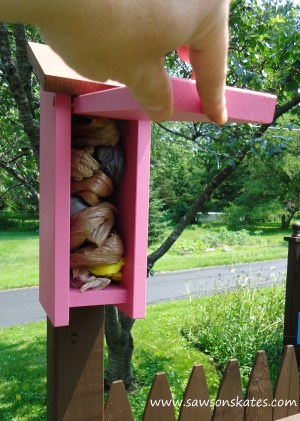 Birdhouse Poop Bag Dispenser pink loaded