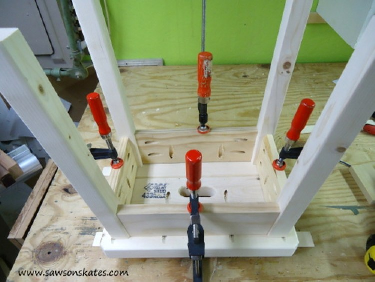 Stool Attach Legs to Top