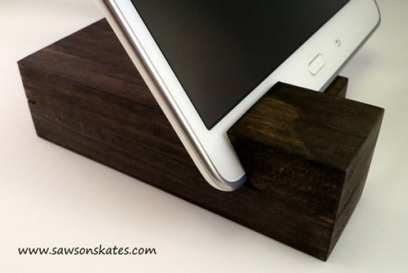 DIY Tablet Holder made with Scrap Wood - sawsonskates.com