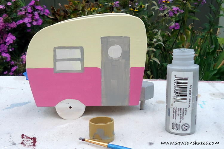 DIY Painted Wooden Vintage Camper Napkin Holder - Paint the camper 2