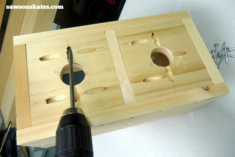 Make your own DIY wooden craft beer growler carrier with these plans - attach the bottom with pocket screws