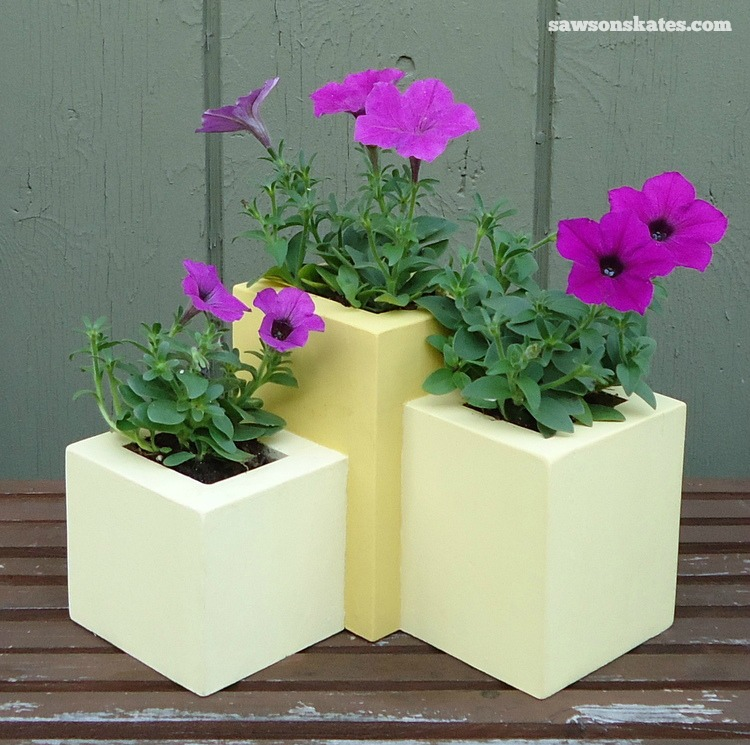These wooden DIY outdoor planters are practically FREE... they're all made with scrap wood - Tiered Wood Planter
