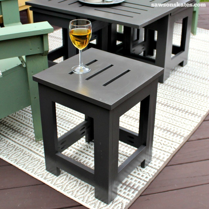 Easy DIY outdoor coffee table plan with 4 hidden side tables - place a side table near chairs, so drinks and snacks are easily at hand