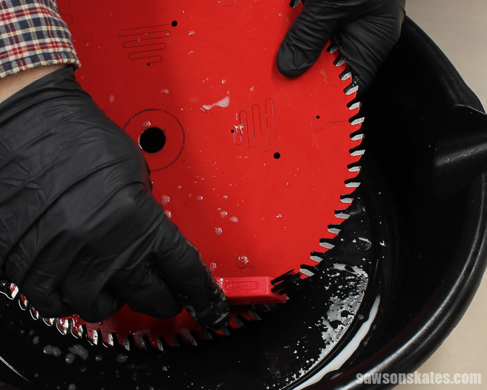 How to clean saw blades - use a nylon brush to remove any stubborn areas