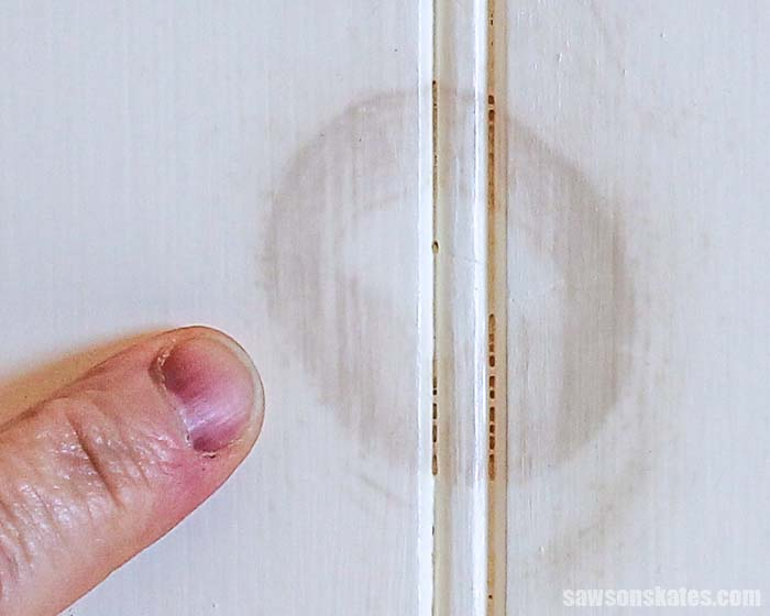 Knots bleed through paint. It's frustrating and it's unattractive. This is the surefire way to stop knots from bleeding through your painted DIY projects.