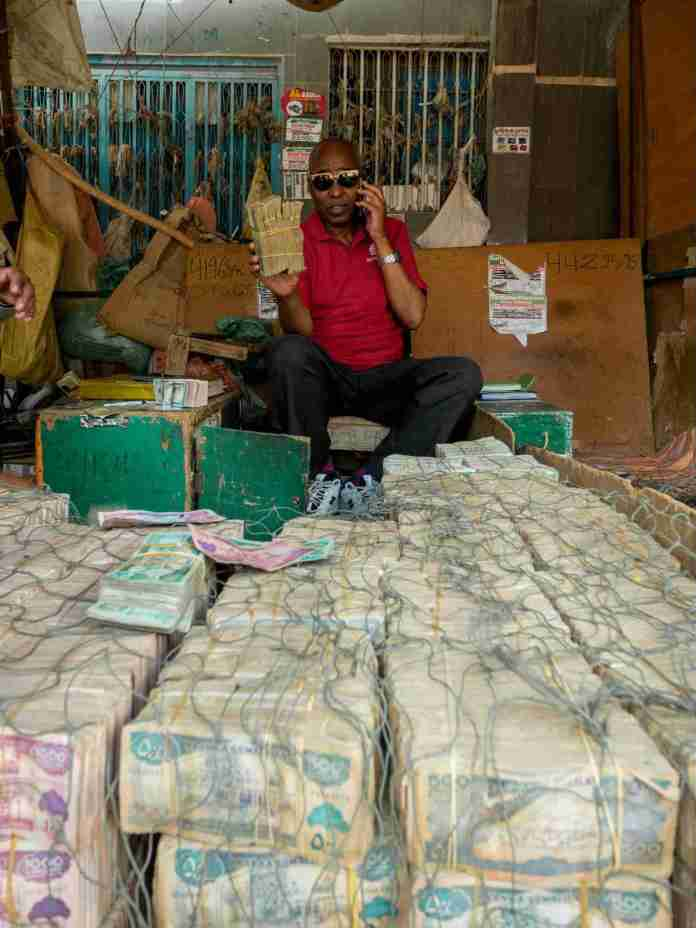 Money Changer Showing Me His Stack Of Somali Shilling | Saxafi