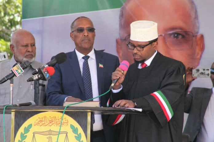Somaliland's Republic New President Muse Bihi Abdi and his Vice President Abdirahman Saylici taking oaths of office