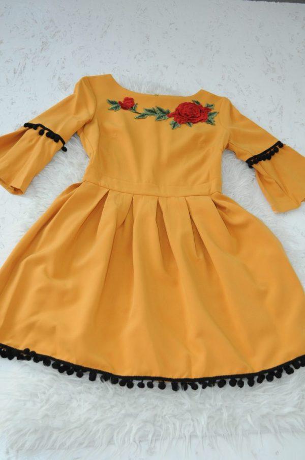 Rochie galben cu flori si ciucuri