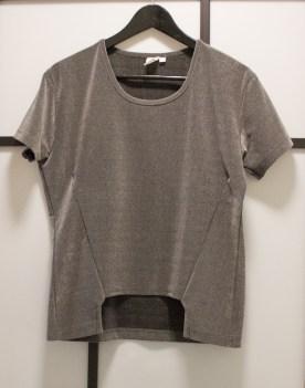https://saxsilverain.wordpress.com/2015/07/22/quick-tutorial-how-to-make-an-oversized-t-shirt-smaller-and-edgier/