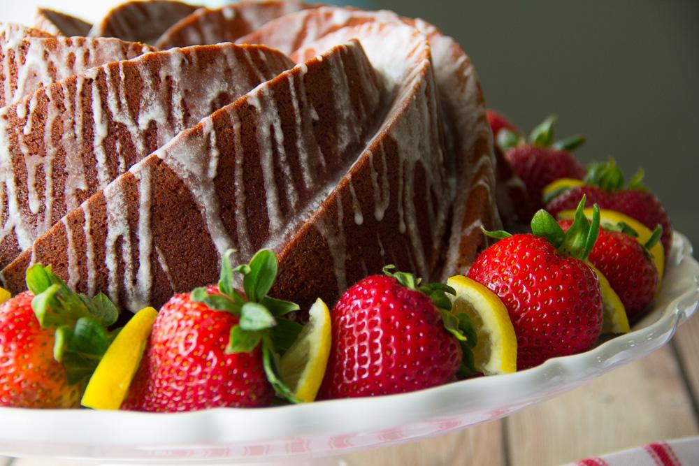 Strawberry Lemonade Bundt Cake-3