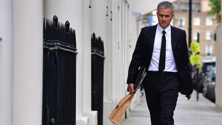 Jose Mourinho Signs As Man Utd Manager