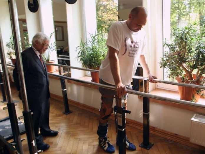 Scientists Invent Exoskeleton to Help Paraplegics Walk