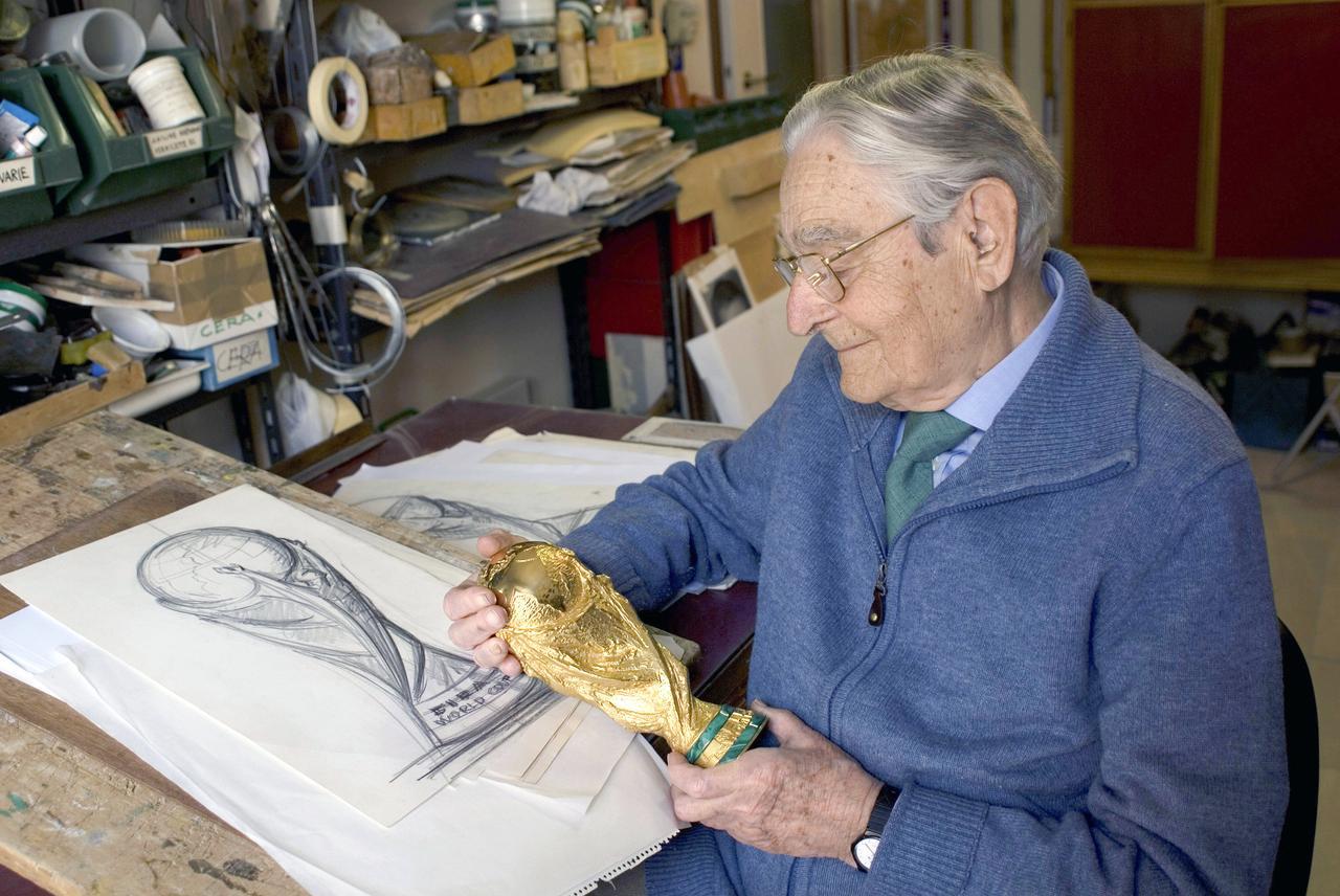 World Cup Trophy Sculptor, Silvio Gazzaniga, Dies at 95
