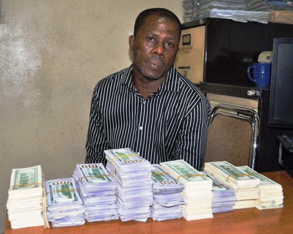 EFCC Arrests Man with Over $400,000 Fake Notes