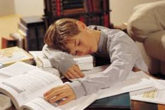 A student with proper sleep performs better in school (Image source: educateiowa.gov)