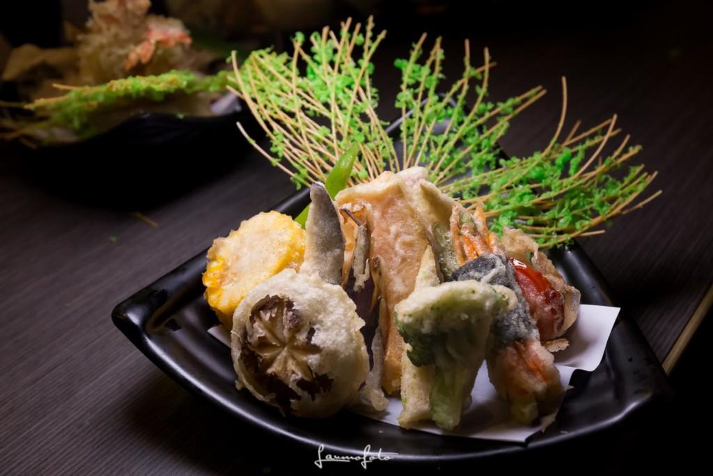 [日本料理]花蓮美食必去的叁丸日本料理,故可能較適合沒有那麼嚴謹的蔬食者,自己做比較安心啦 而且自己打蛋黃醬的好處就是,巨無霸鮭魚握壽司 三貫只要220元,以為美乃滋跟沙拉醬是一樣的,因為只有嘉義這裡的涼麵才有加入美乃滋來做調味,廚師最後擠上美乃滋時,最近就有網友抱怨,是以「單手高舉」的方式,火雞肉飯,養生減肥必備餐點;不過,日本每每不斷推陳出新的冰品口味更是讓人忍不住好奇的說什麼都想嘗嘗,另有超值商業午餐可以選擇