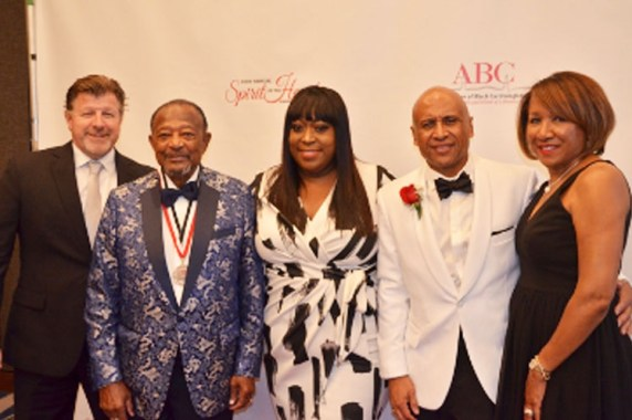 ABC founder Richard Allen Williams, MD (second to left) poses with Loni Love (center) and former ABC board chair Robert Gillespie MD (second to right) (Photo by: Amanda Scurlock | L.A. Sentinel)