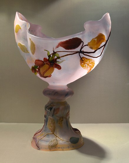 Rose de France Cup or Simon Cup, by Emile Gallé (1846-1904). Double layer glass, inclusions, marquetry, engraving, applications. Engraved inscription: Horticulture Society of Nancy - 1877- 1901 - To his affectionate Honorary President Léon Simon. Museum of the Nancy School, Nancy.