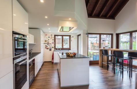 Küche mit Kücheninsel