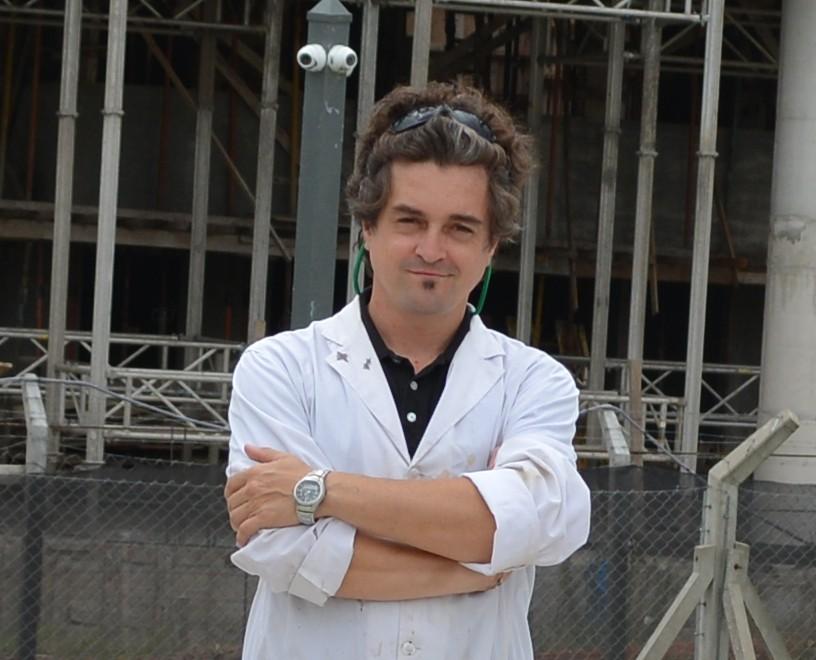 Gente da comunidade entrevista com o cientista argentino Galo Soler Illia  SBPMat  Sociedade