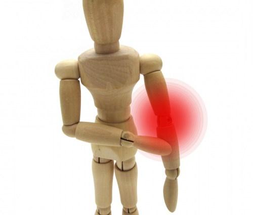 肘を押える木製人形