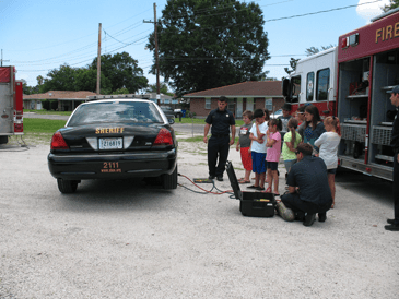 Children are shown how a car can be lifted to rescue someone.