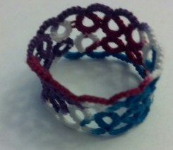 Yarnplayer's Remembrance ring tatted by Natalie Rogers. Lizbeth thread size 20 color Jewels (113).