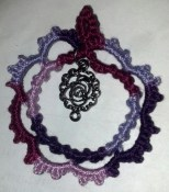Tatted Cameo Pendant designed by TotusMel. Tatted by Natalie Rogers. Lizbeth size 3 in color Purple Splendor (129).