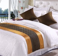 how to make a bed scarf - 28 images - bed scarf hotel ...
