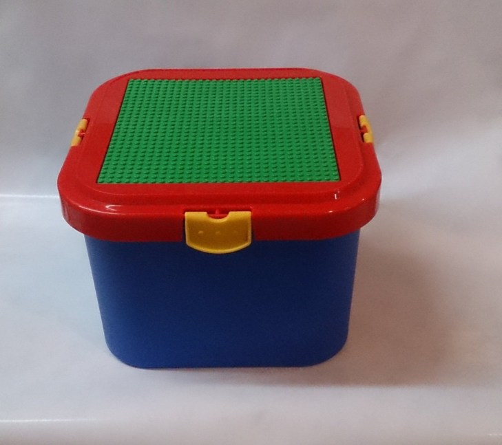 Romanoff: Storage Container with Building Plate for Lego & Bricktek