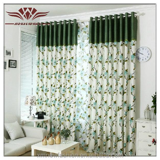 Afgedrukte patroon en woonkamer gordijnen en vitrage