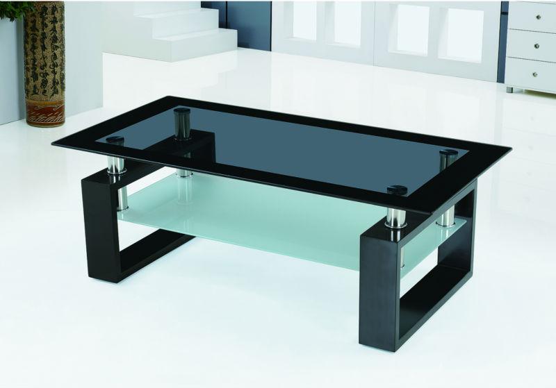 Ruang tamu yang modern kaca meja tengah atas desain