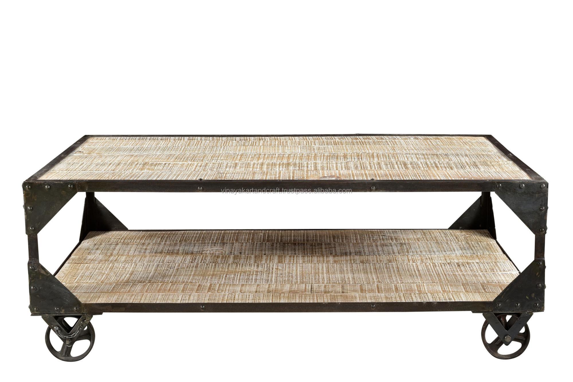 table basse vintage en fer et bois meuble industriel antique et rustique sur roulettes buy vintage industrial coffee table on wheels wooden iron