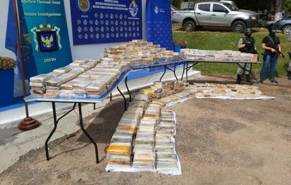 El total de la cocaína incautada pesó 953 kilos. Foto: Ministerio del Interior