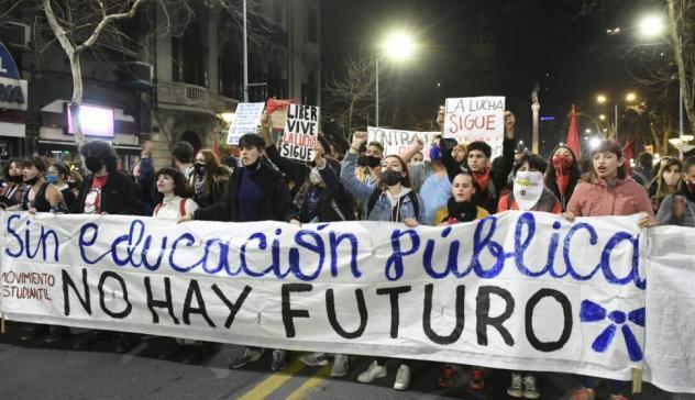 Más presupuesto y críticas a Cabildo en multitudinaria Marcha de los  Mártires Estudiantiles - Información - 15/08/2020 - EL PAÍS Uruguay